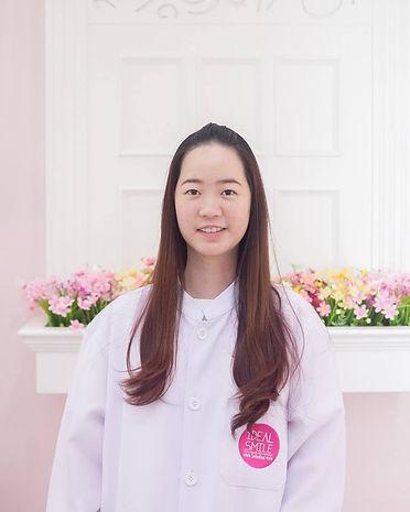Ideal-Smile-Dentist-01.jpg