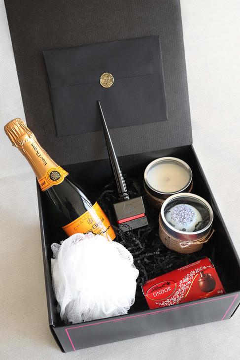 The-Fabulous-Gift-wedding-box-1.jpg