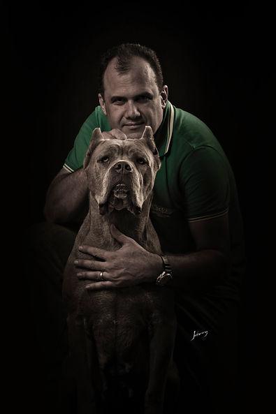 Robinson Romao com um Cane Corso Italiano