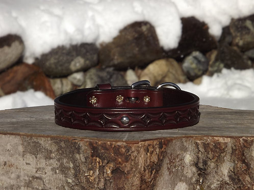 "Tooled Red Mahogany Collar with SS Spot Accent (Fits 16""-16 7/8"" neck)"