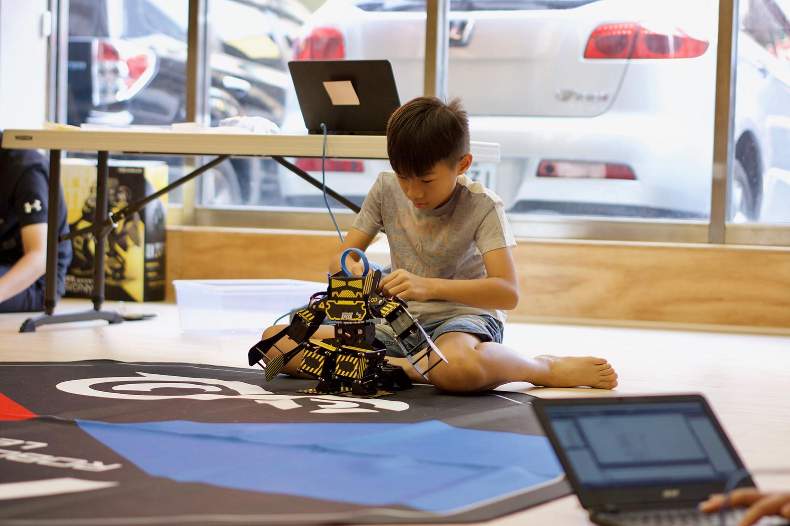 人形機器人X程式語言營隊
