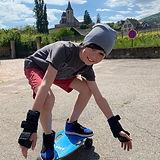 男孩滑板2.jpg