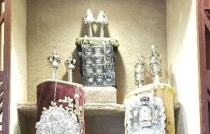Holosov Torah.jpg