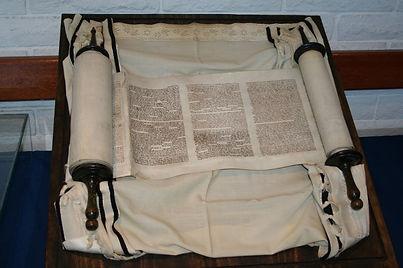 Holosov Torah 2.jpg