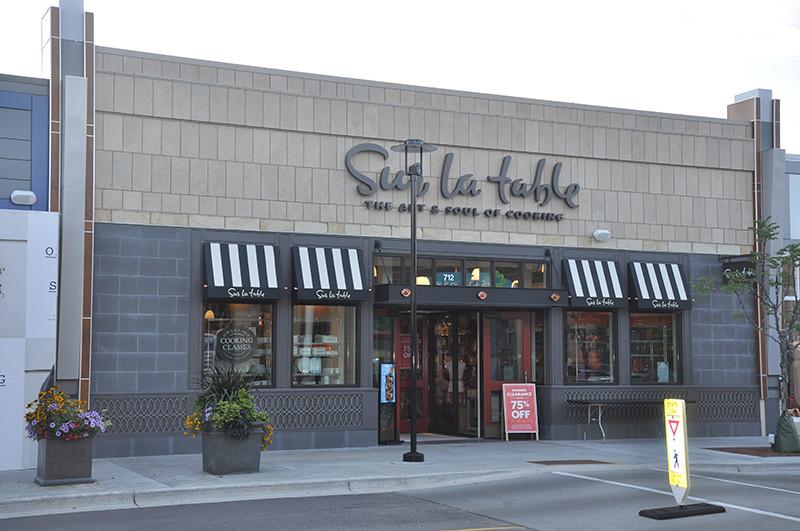 Hilldale-Shopping-Center-1.jpg
