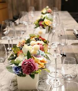 鮮花,不凋花,乾燥花,人造花難不倒我哦!一樣都是美美噠!  #餐桌花 #人造花藝