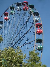 Ferris_wheel_at_Linnanmäki.jfif