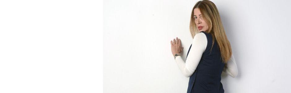 che-sia-benedetta-la-moda-pantone-classic-blue-2020