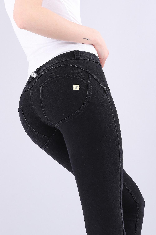 che-sia-benedetta-la-moda-pantaloni-push-up