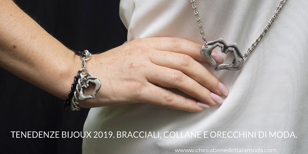che-sia-benedetta-la-moda-bracciali-collane-gestuality