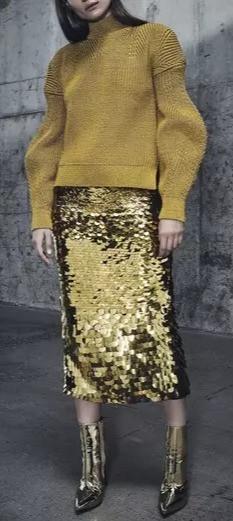 che-sia-benedetta-la-moda-gonna-paillettes-oro-outfit