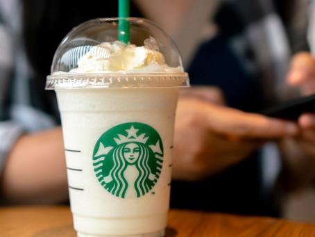 Acciones de Starbucks suben un 4%