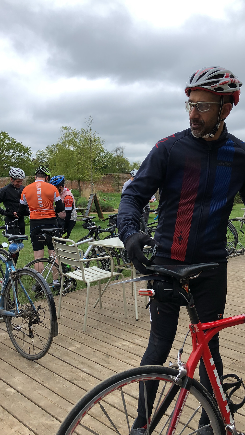 Cycling stop, coffee and cake, introductory ride April