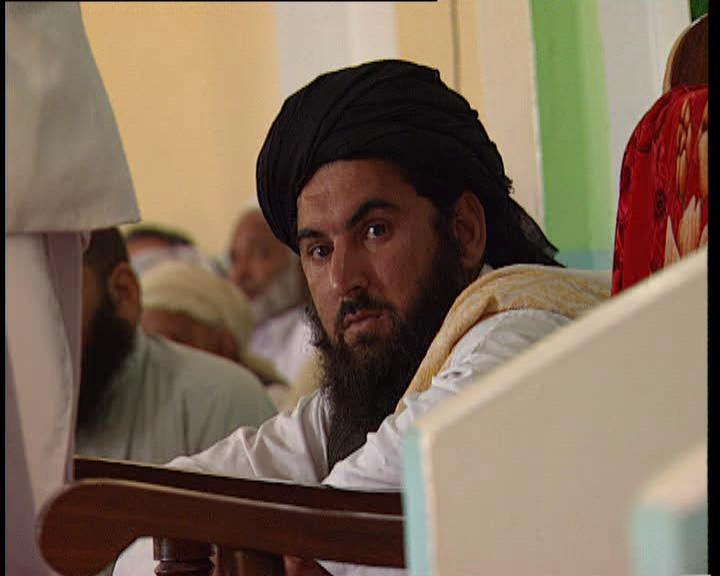 Ein Talibanführer bemerkt den westli