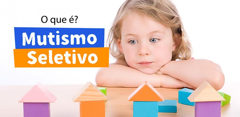 A criança com mutismo seletivo fala normalmente em algumas situações, mas se recusa a falar em outras.