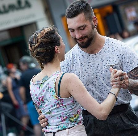 cyrilgarrabos-celine-edgar-fete-musique-swing-en-bulles-sardines-2020