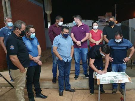 Prefeito assina ordem de serviço para obras de pavimentação asfáltica bairro Cidade Osfaya