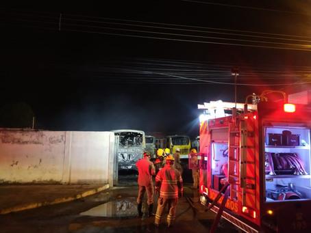 Incêndio deixa 20 veículos destruídos em garagem de ônibus de Cidade Ocidental