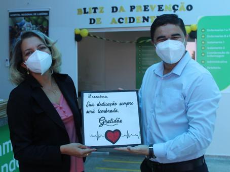 Gratidão aos profissionais de saúde traz professora de volta ao HRL oito meses após alta melhorada