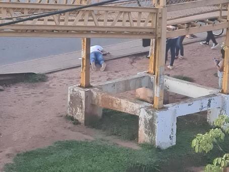 Homem é morto a tiros debaixo de passarela em Valparaíso