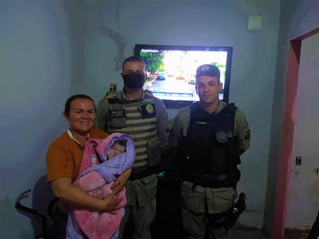 Policiais militares salvam bebê recém-nascido que estava asfixiado, no distrito do Jardim do Ingá