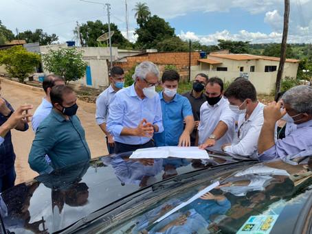 Ao lado do prefeito Diego Sorgatto, Ronaldo Caiado visita pontos atingidos pelas chuvas em Luziânia
