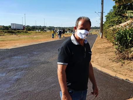 Administração do Jardim do Ingá realiza aplicação de micro revestimento asfáltico em avenida