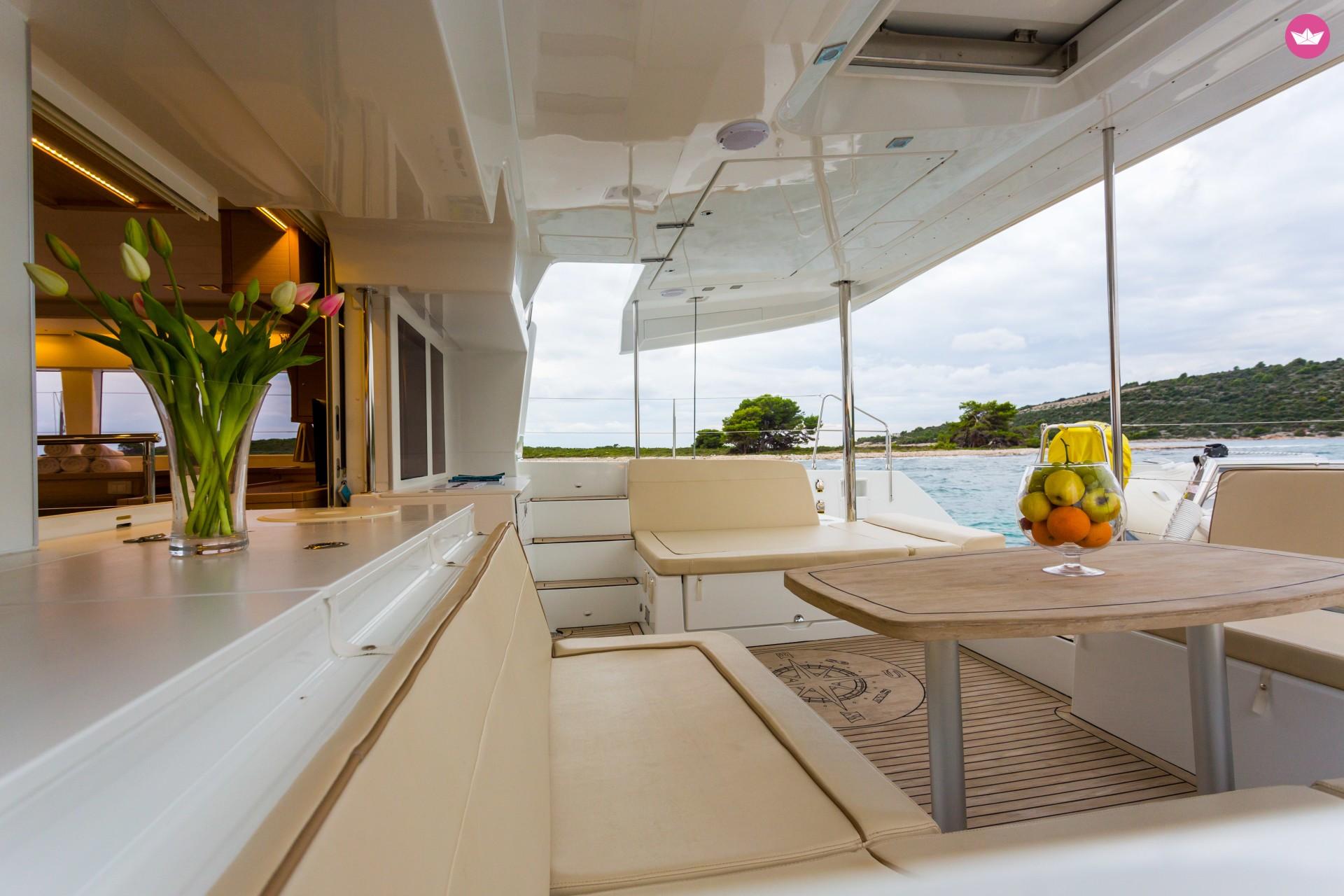 boat-exterior-2