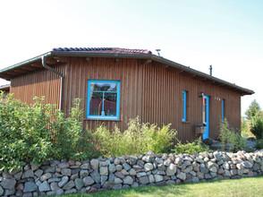 1 Haus 58 Bungalow Fensterfarbe hellblau
