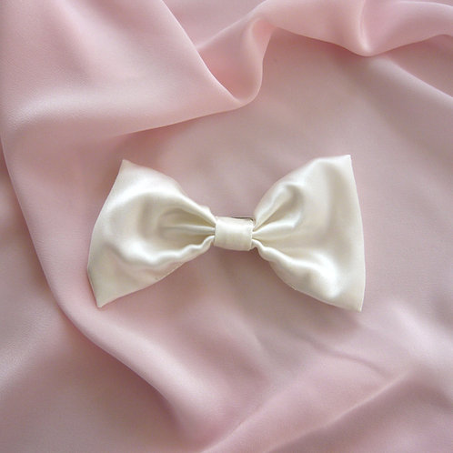 Ivory Silk Lily Hair Bow