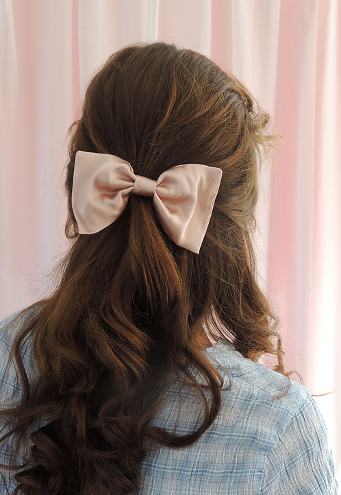 Oyster Pink Silk Lily Hair Bow