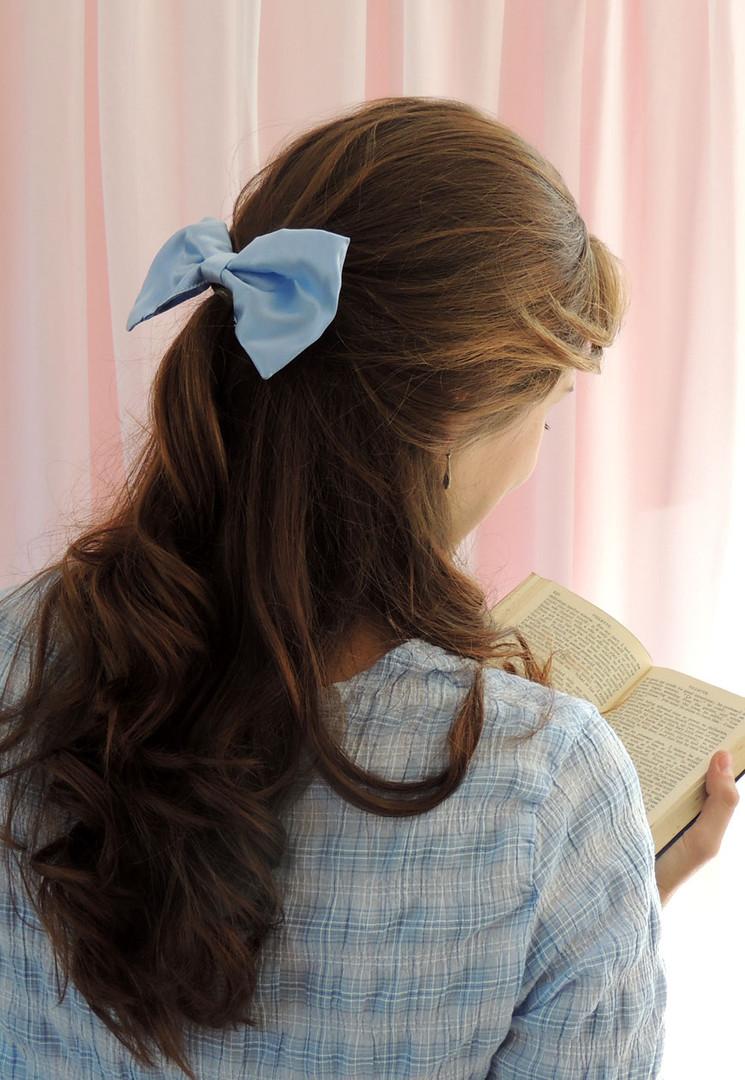 Pale blue hair bow 1.jpg