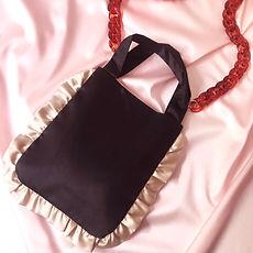 Onyx w champagne ruffle tote bag 3.jpg