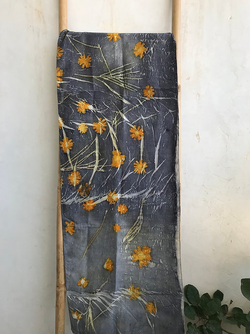 silk stole from thick satin with daisies.