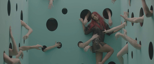Picture from Music-Video Shy'm - Title : L'effet de serre - Directed by Roy Raz - Produced by Frédéric Alenda - Suburb Films