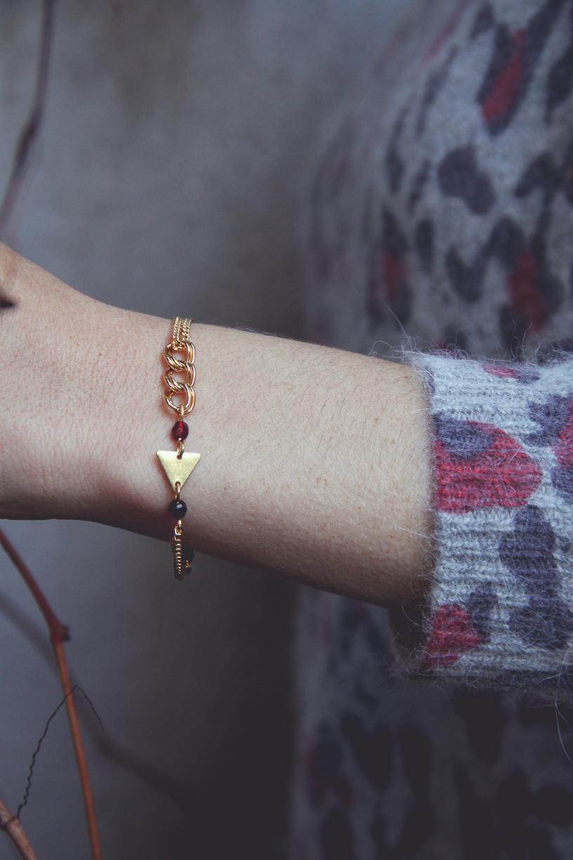 bracelet rouge foncé et doré.jpg