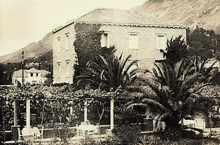 The summer house of family Caboga in Komolac