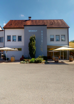 Weingut-Strauss-09162021_155530.jpg