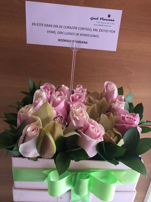 Caja de Rosas con Orquídeas