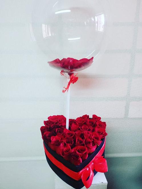Corazón de rosas más globo