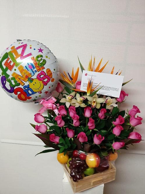 Frutero con rosa y flor exótica