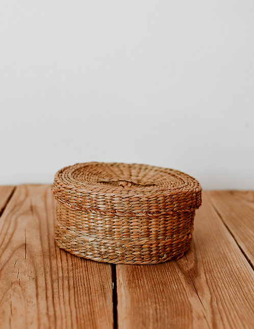 Round sea grass basket