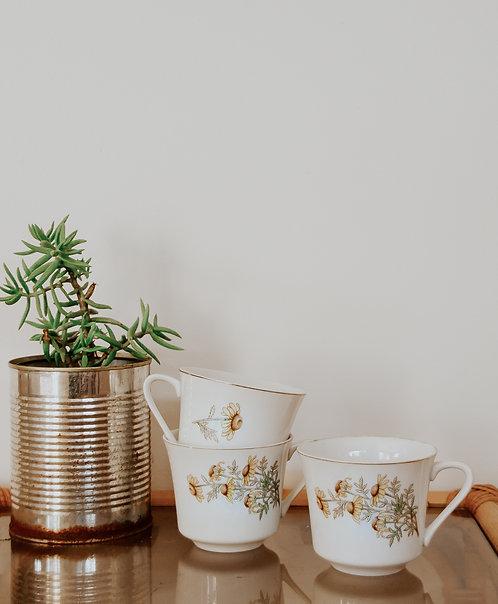 Vintage floral tea cups x 2
