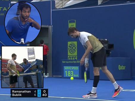 ¡Qué forma de cerrar el partido!: Bublik pasa a octavos del ATP 250 de Doha con un saque por abajo