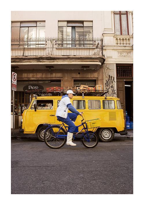 Fotografia Kombi e Bike nos arredores da Sé