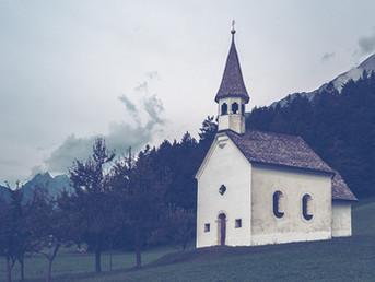 Ao lado de cada igreja, uma escola