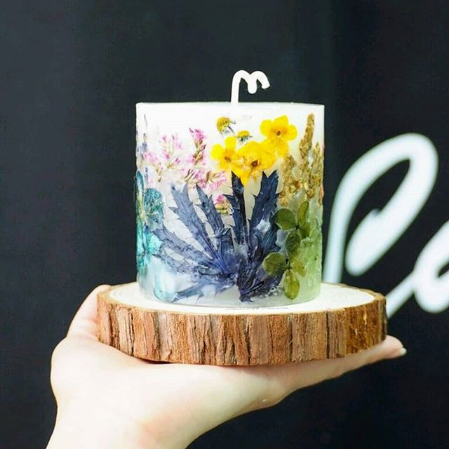 Voila! Our botanical candles made with handpicked flowers from Hallstatt and Dachstein. _The outer w