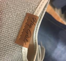 Etiqueta de detalhe em Calçado