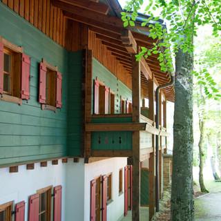Hochberghaus_Familienalm_Balkone.jpg