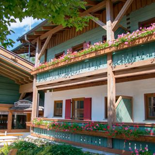 Hochberghaus_Familienalm_Balkone_2.jpg